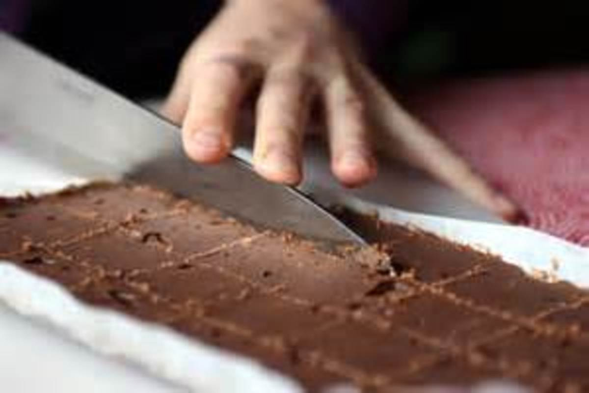 Using the Chopping Knife to cut fudge