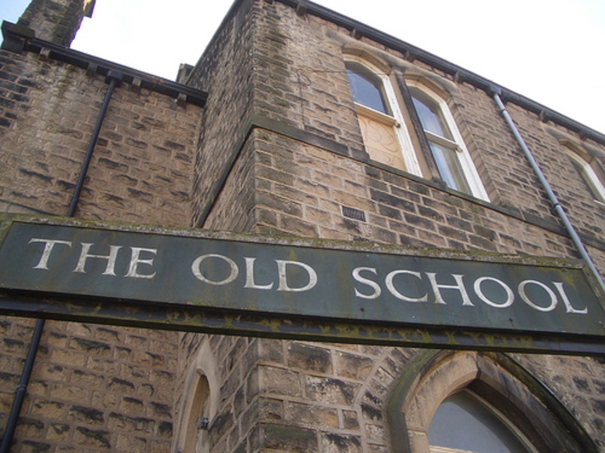 Old school has classes, teachers running exams, people grouped by age, following a curriculum. This system set on structural concepts incompatible with computers and the digital age.