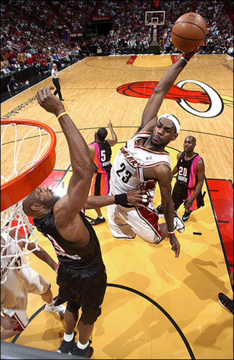 Lebron James with a vicious air defying slam dunk against Alonzo Mourning