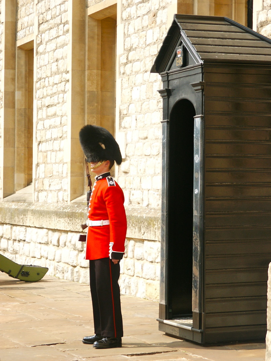 A Yeomen Warden on guard outside the Jewel House.