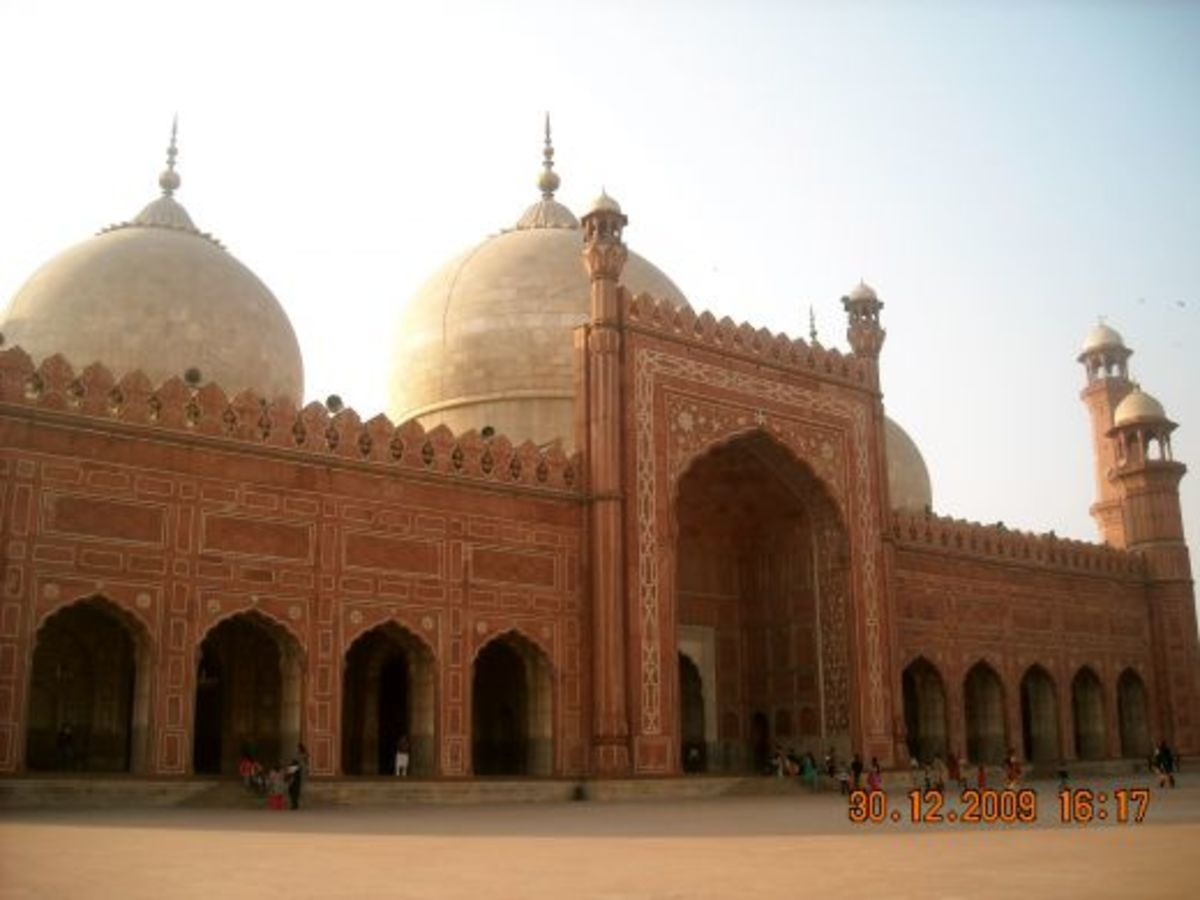 'Badshahi Masjid' or Emperor's Mosque, Lahore, is the 5th largest mosque in the world. Was built in 1671 by the mughal emperor, Aurangzeb.