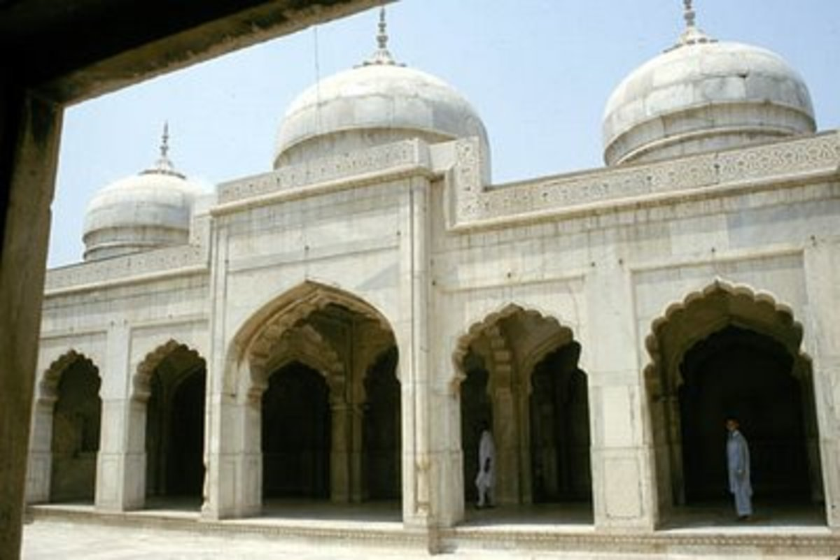 'Moti Masjid' or Pearl Mosque was built in white marble by Shah Jahan, next to the Fort.