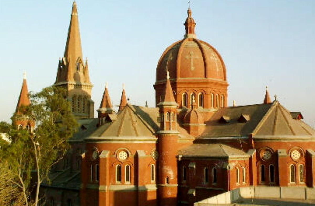 'Sacred Heart' Cathedral, Lahore - one of the countless number of churches around the city!