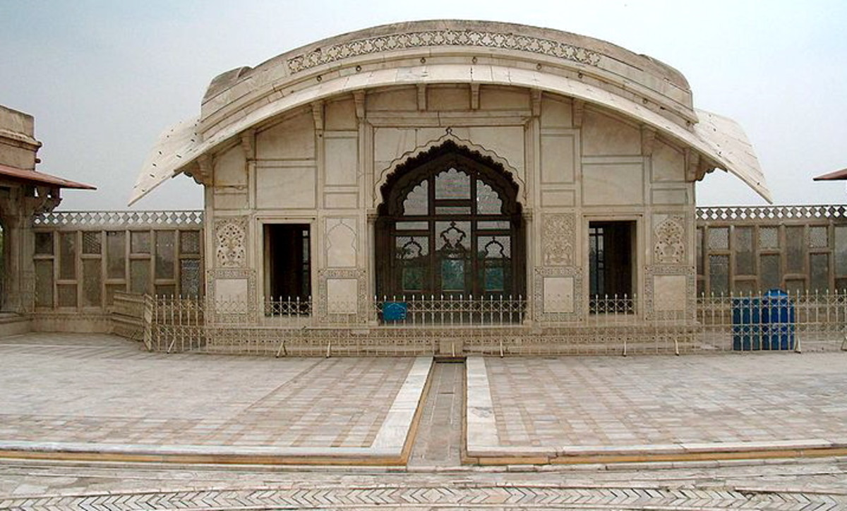 This unusual marble monument was used by mughal ruler Shah Jahan as a summer house, and later became a source of inspiration for Rudyard Kipling during his stay in Lahore.