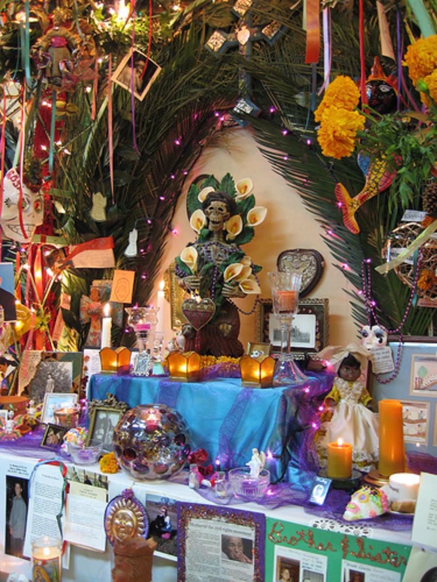 Dia de los Muertos Ofrenda. Source: Flickr groovehouse