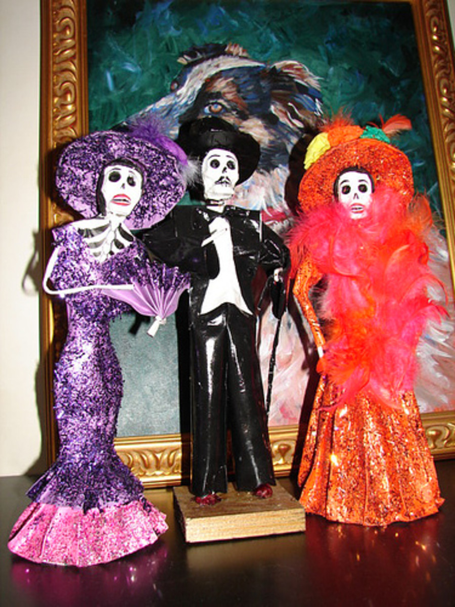 Dia de los Muertos skeletal Mariachi figures.  Source: Flickr Texas to Mexico
