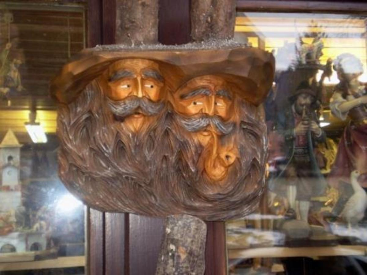 Wood carving is bussiness there: Tourists buy a lot of carved souvenirs