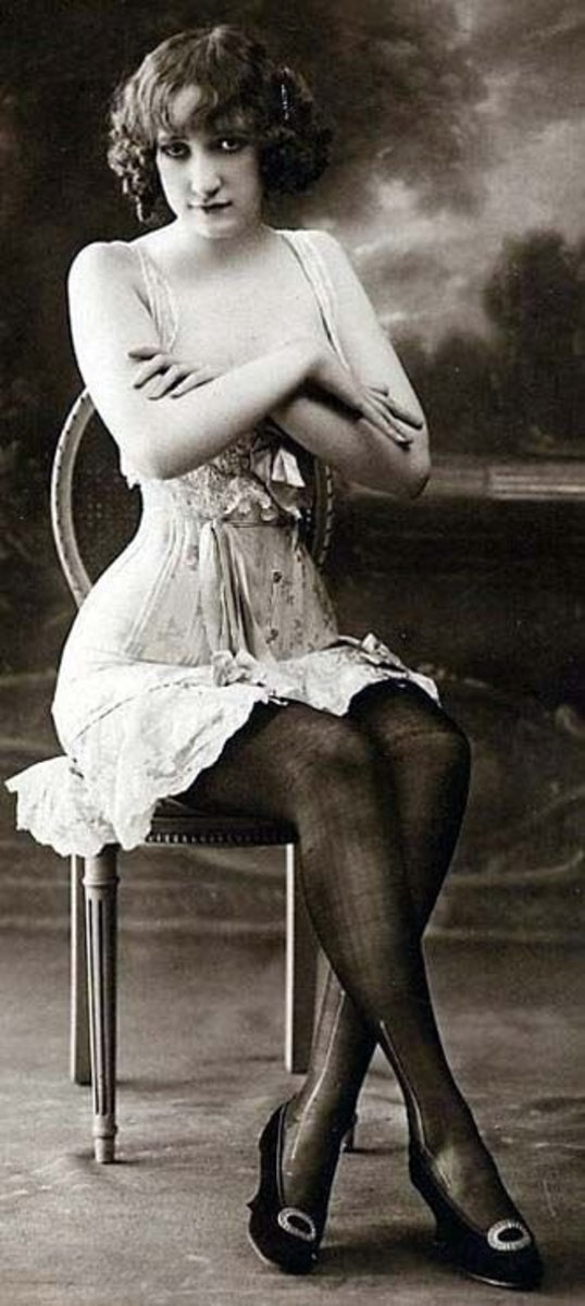 corset model with crossed arms