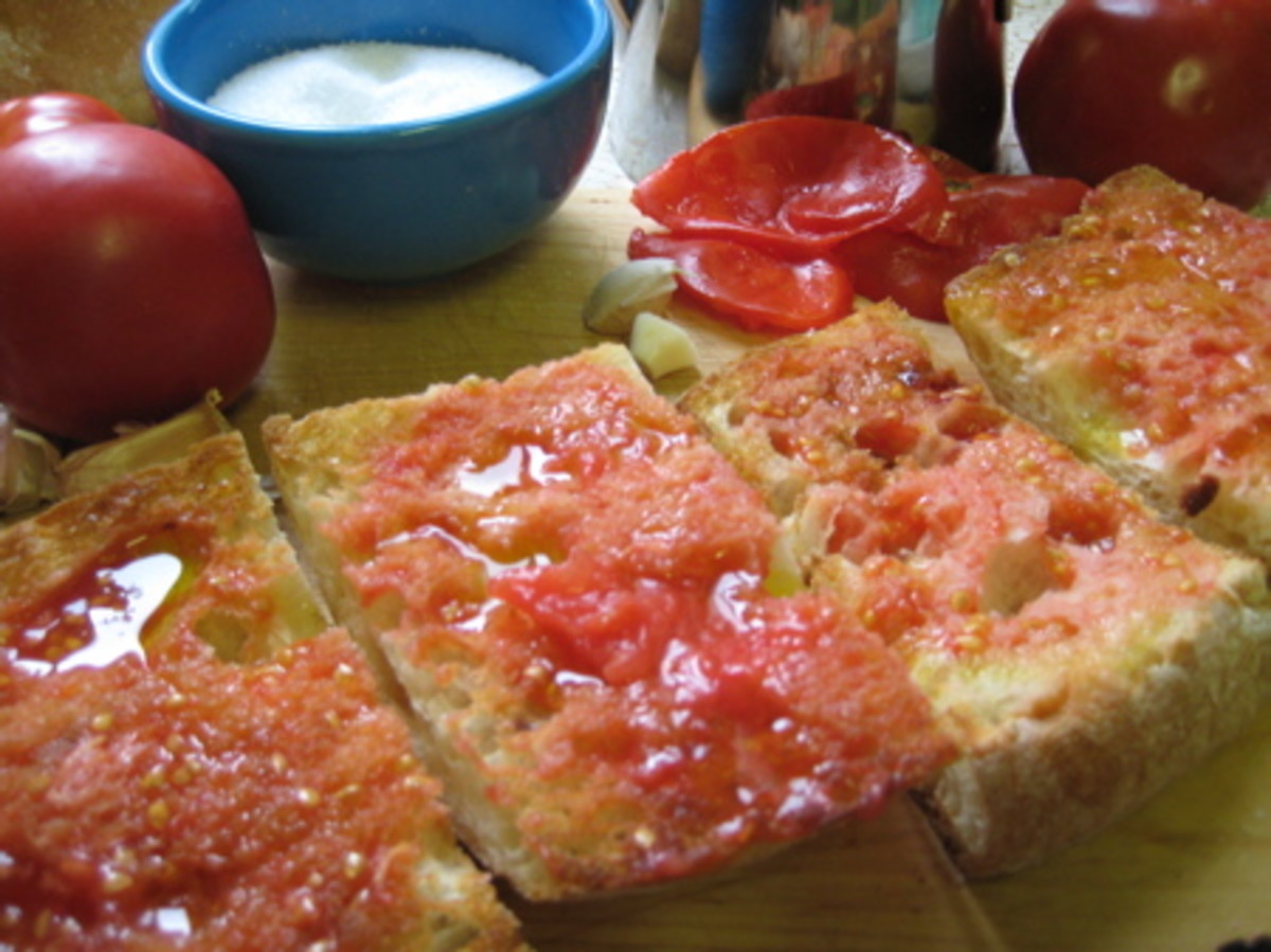 The normal 'desayuno' (breakfast) of peasant bread liberally doused in olive oil, garlic, salt and fresh crushed tomatoes, seemed horrendous at the time, although over the years it has become a favourite of mine whenever we travel.