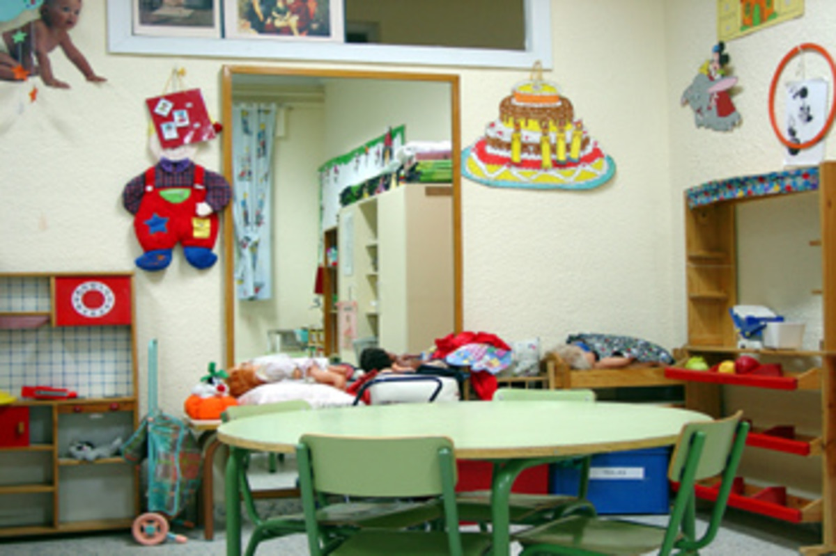 The dressing-up corner, furnished with a great mirror for the children to enjoy. Biblioeduca2008 on Flickr