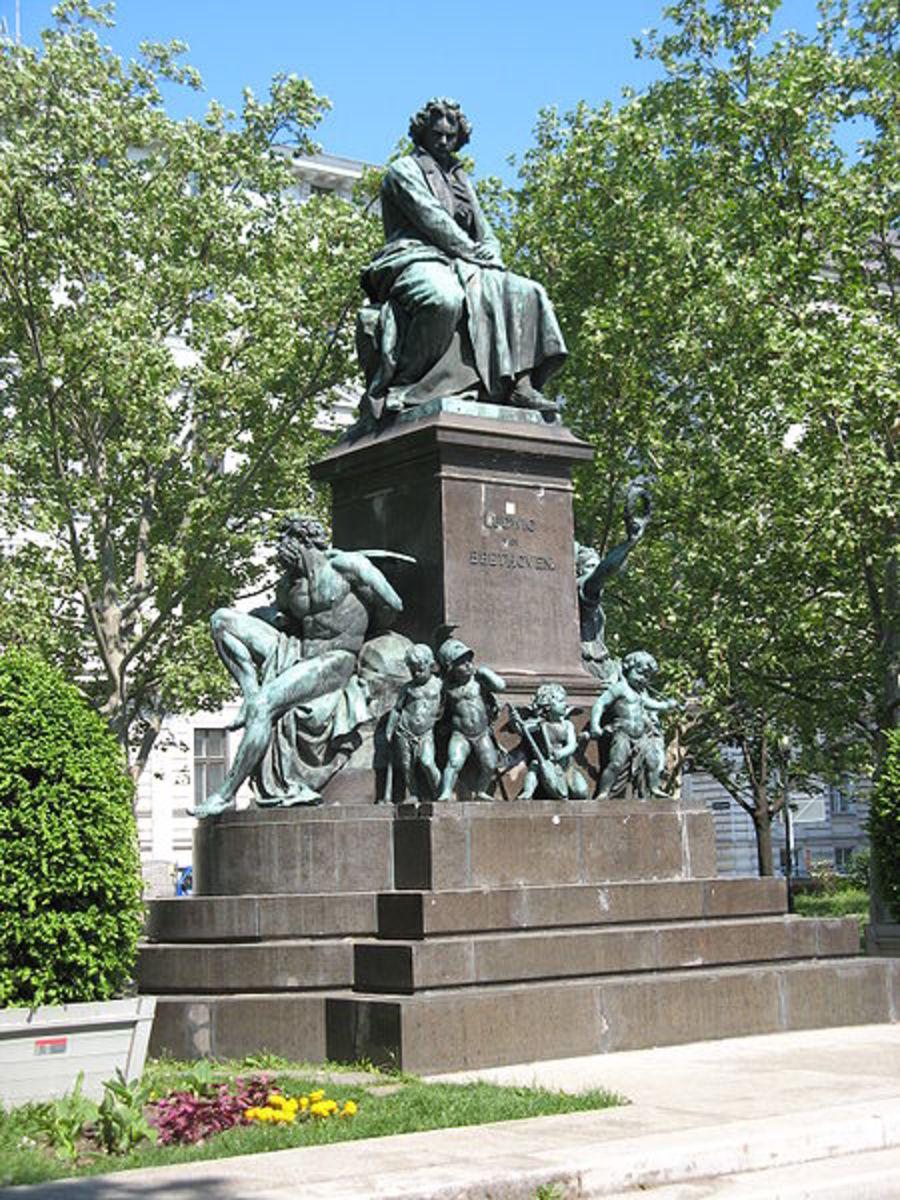 Beethoven-Denkmal von Kaspar von Zumbusch (1880) in Wien ~ Buchhändler