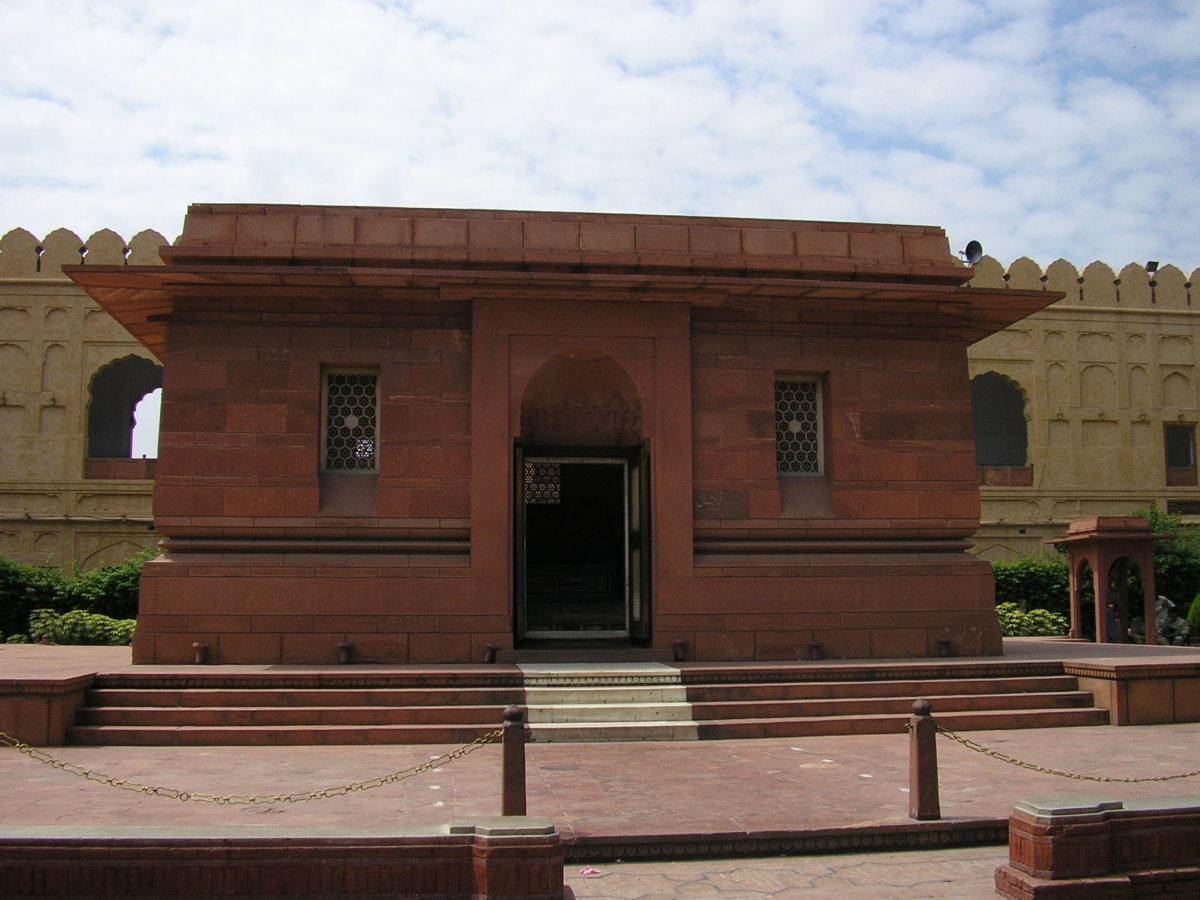Allama Iqbal's Tomb outside Badshahi Mosque