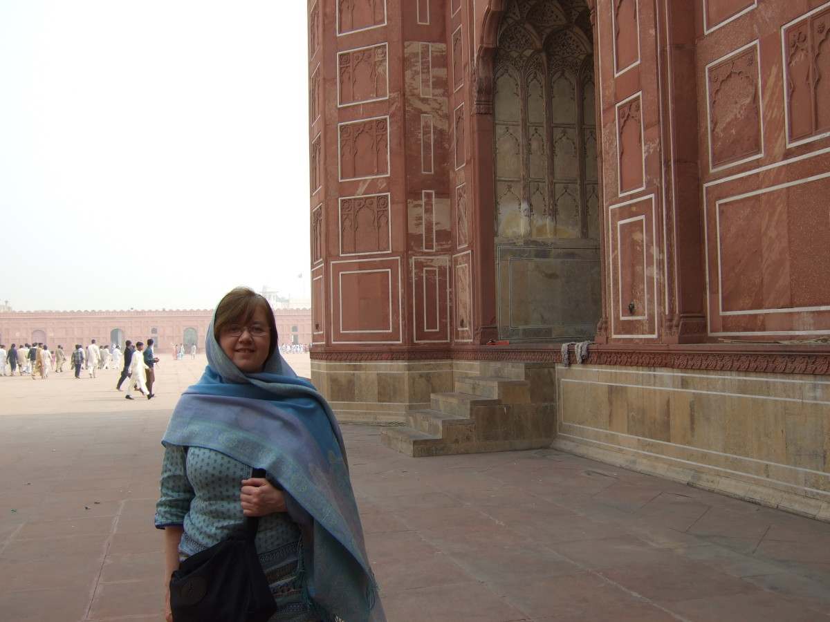 a visit to the badshahi mosque In malaysia, i visited a mosque – in pakistan, i  you can visit mosques in pakistan all the foreigners that visit faisal mosque, badshahi masjid are not.