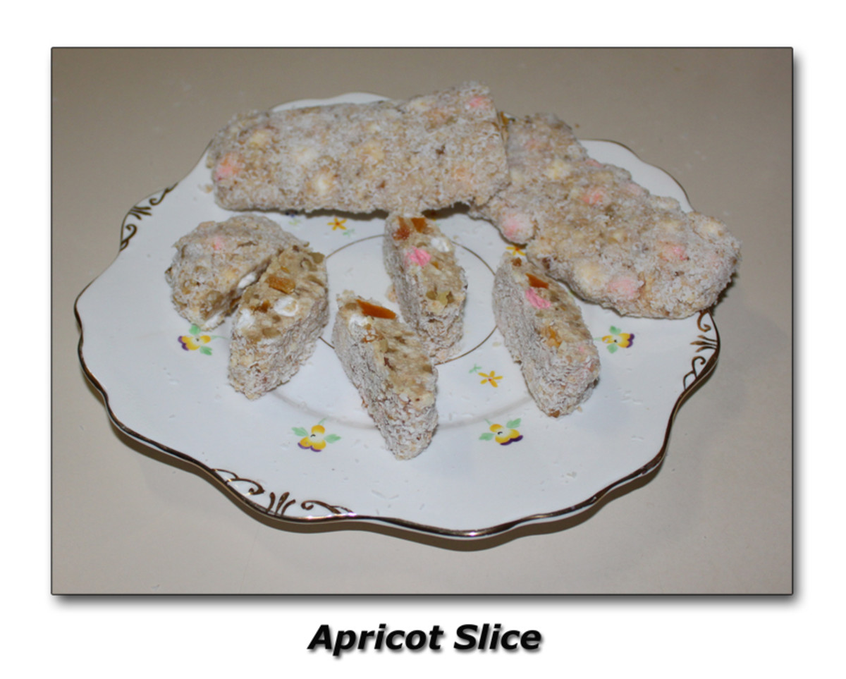 The lovely mixture of sweet and sour make these Apricot Slices just the thing to have with Coffee or Tea