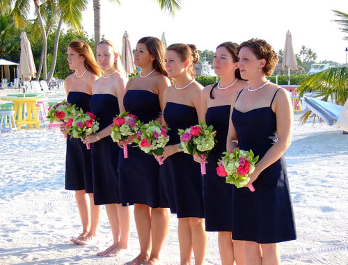 A bevy of barefoot bridesmaids.