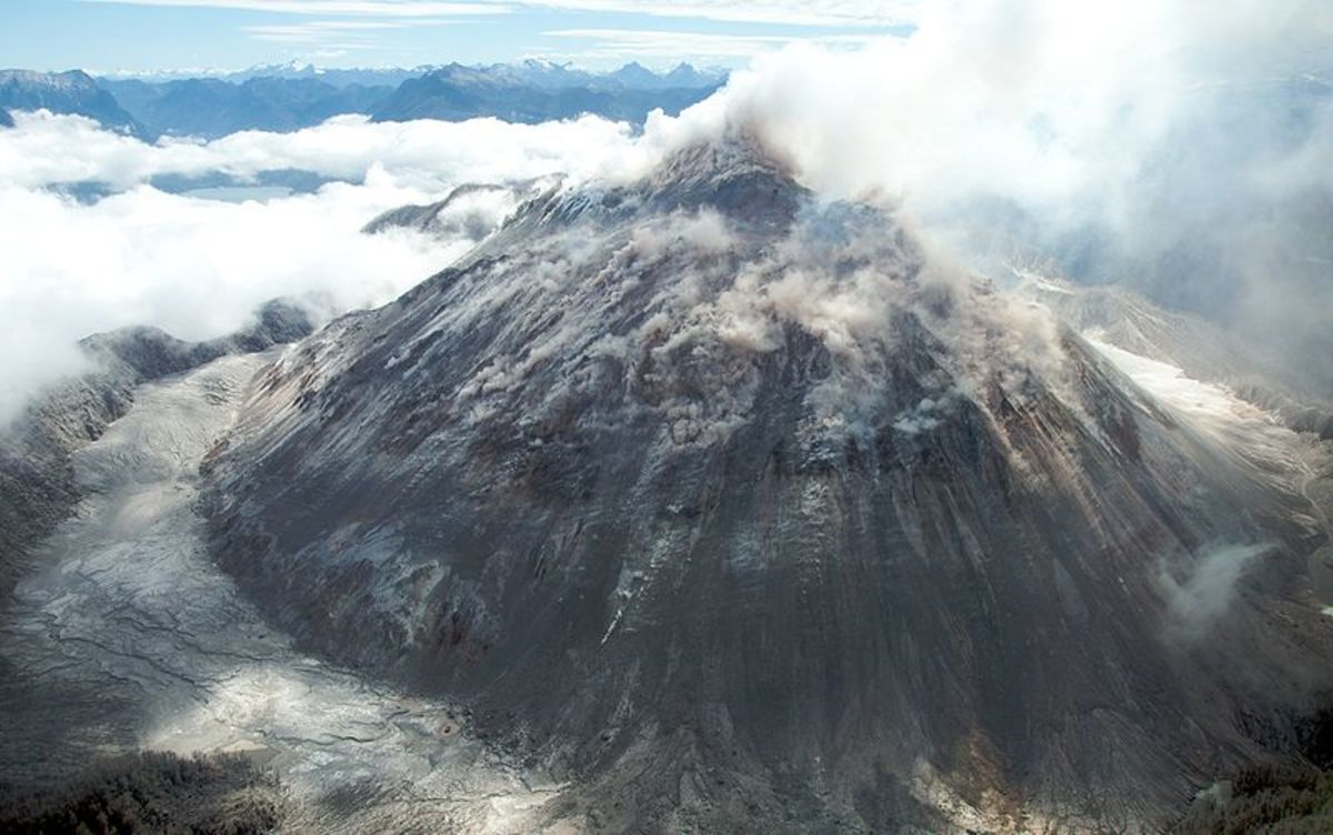 Eruption in the Chaitn Volcano, Chile. Such eruptions can cause earthquakes.