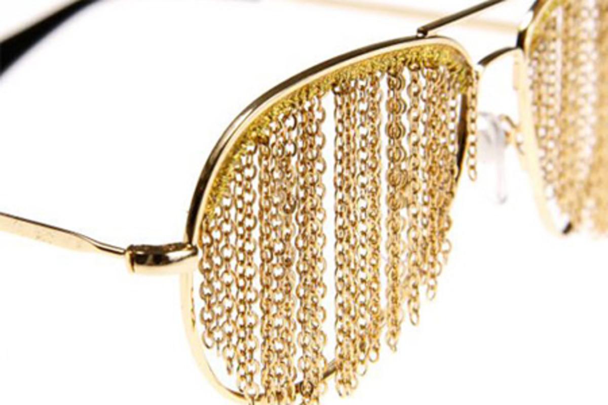 For more info visit http://hypebeast.com/2009/03/bless-duo-fringe-glasses/