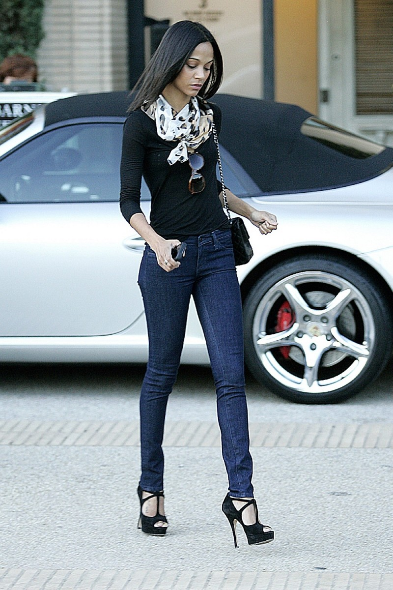 Zoe Saldana's sim legs look fantastic in her dark denim