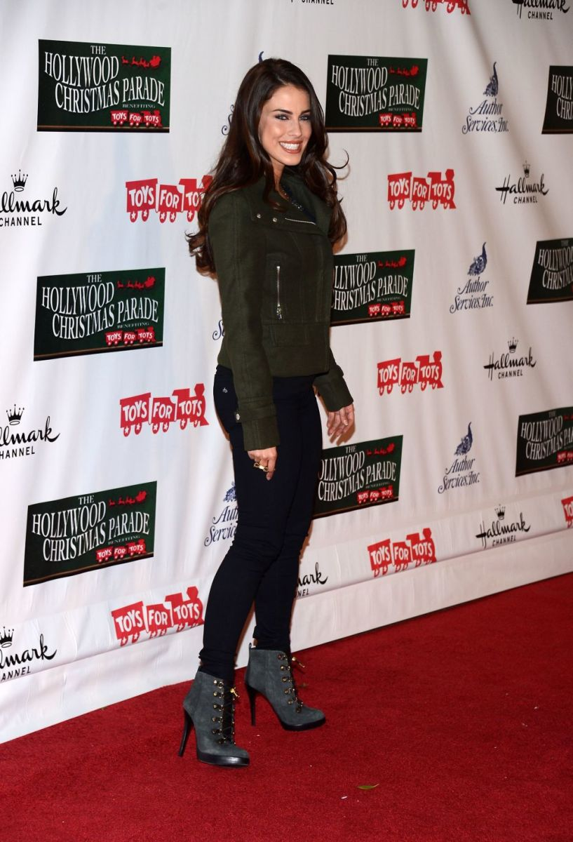 Jessica Lowndes posing on the red carpet