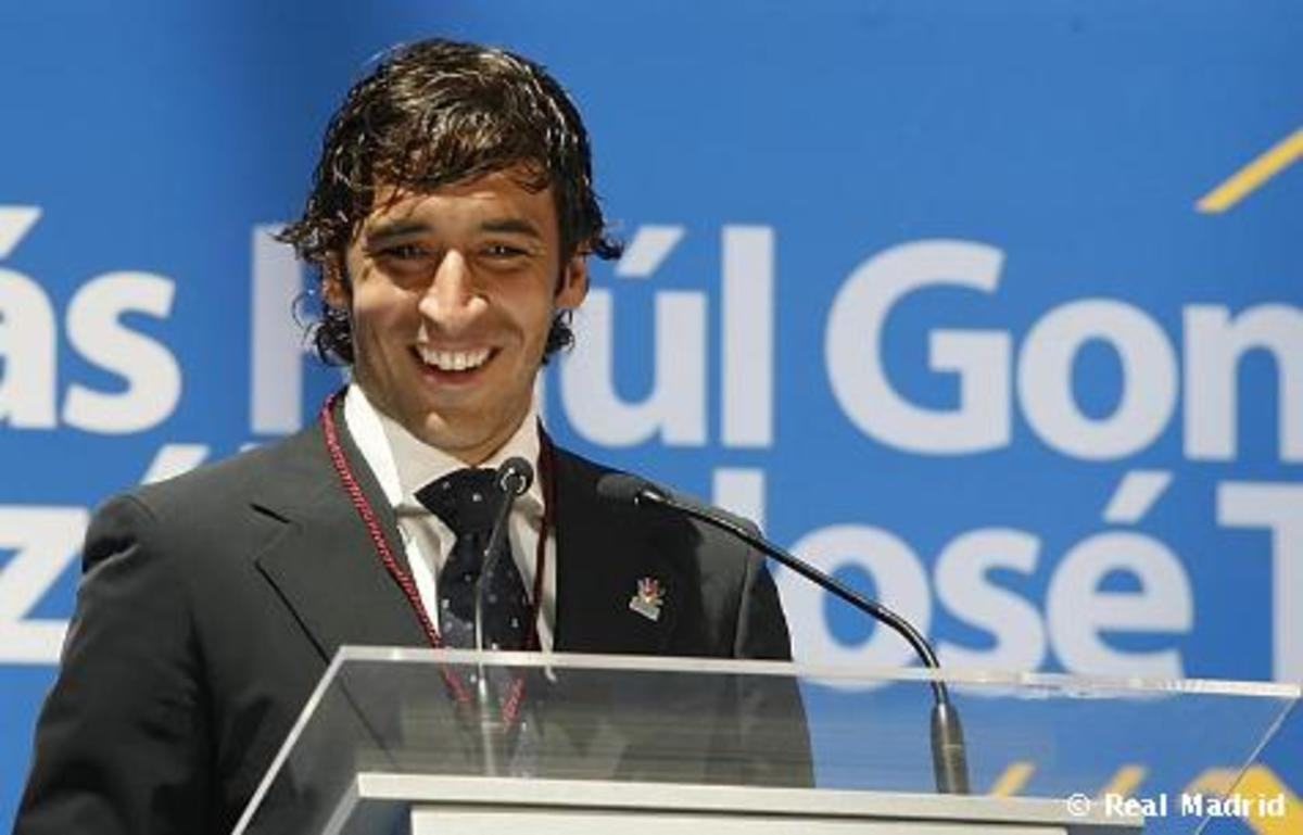 Raul receives the Gold Medal of the City of Madrid