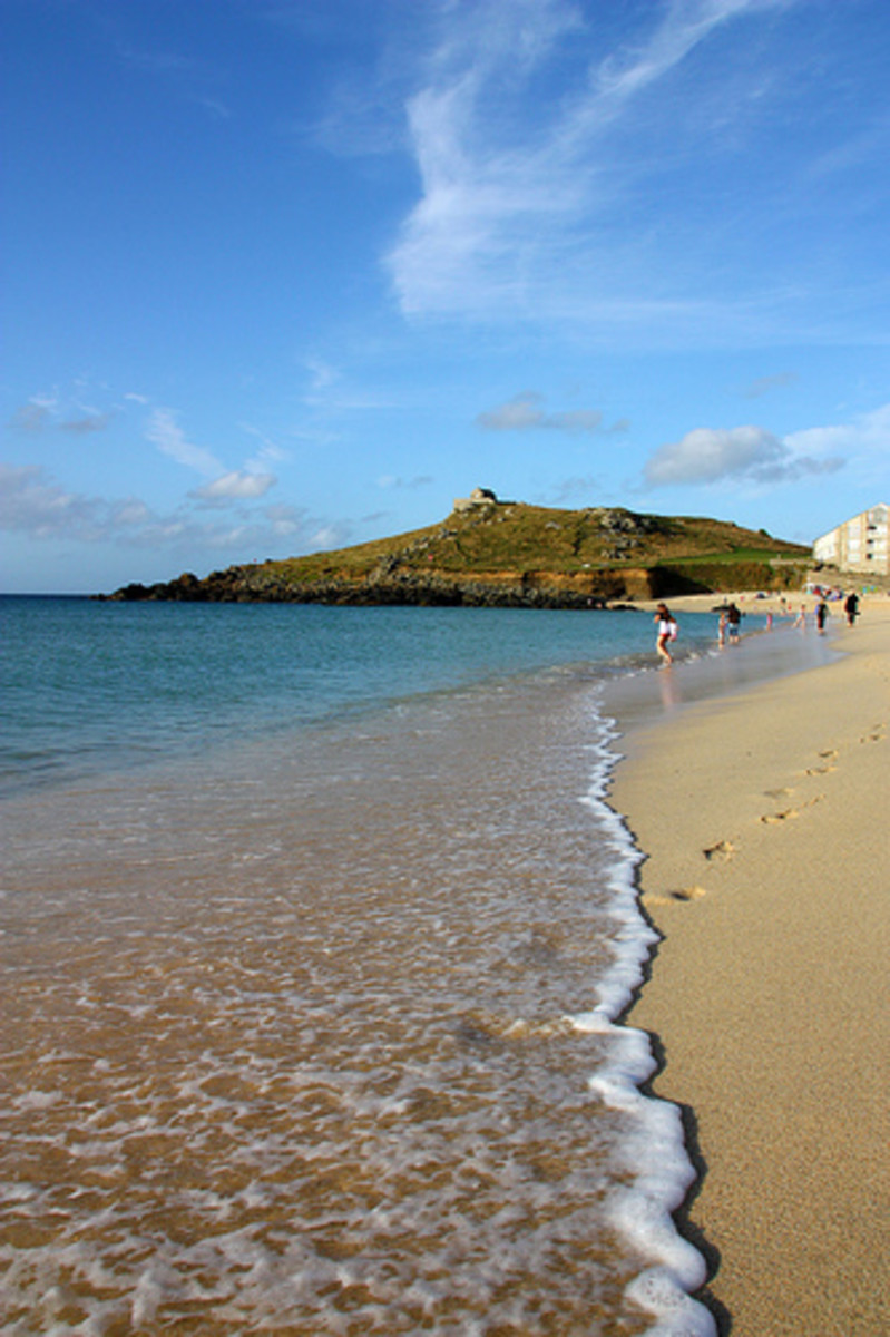 Places to Visit in Cornwall   Porthmeor Beach, St Ives, Cornwall.