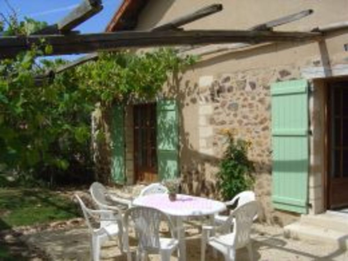 Les Trois Chenes newly converted 3* gite has three en-suite bedrooms and sleeps 7 adults