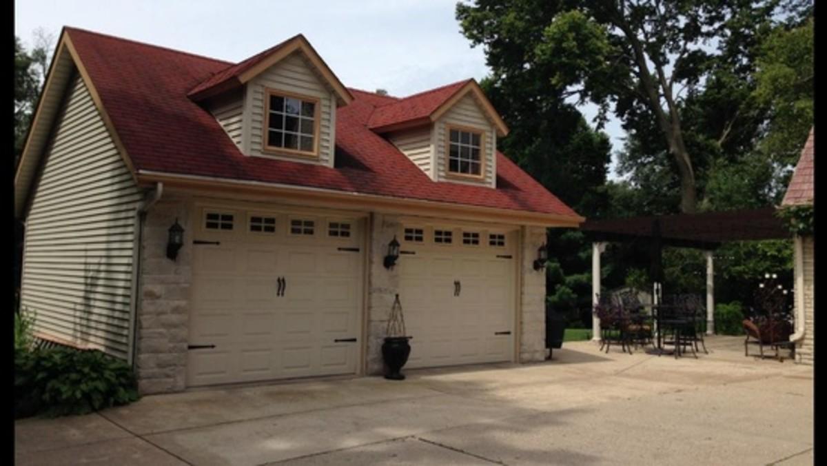 Cape Cod style garage