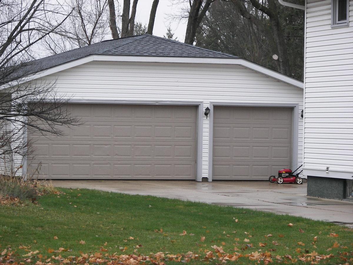 3 Car Garage photo courtesy of GmaGoldie