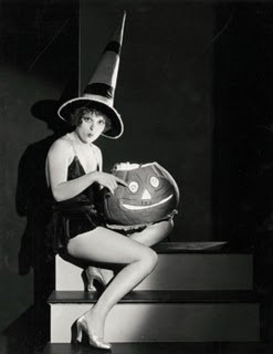 """Clara Bow - """"Bow was the embodiment of beauty, abandon, and sex appeal for the movie-goers of the Jazz Age."""""""