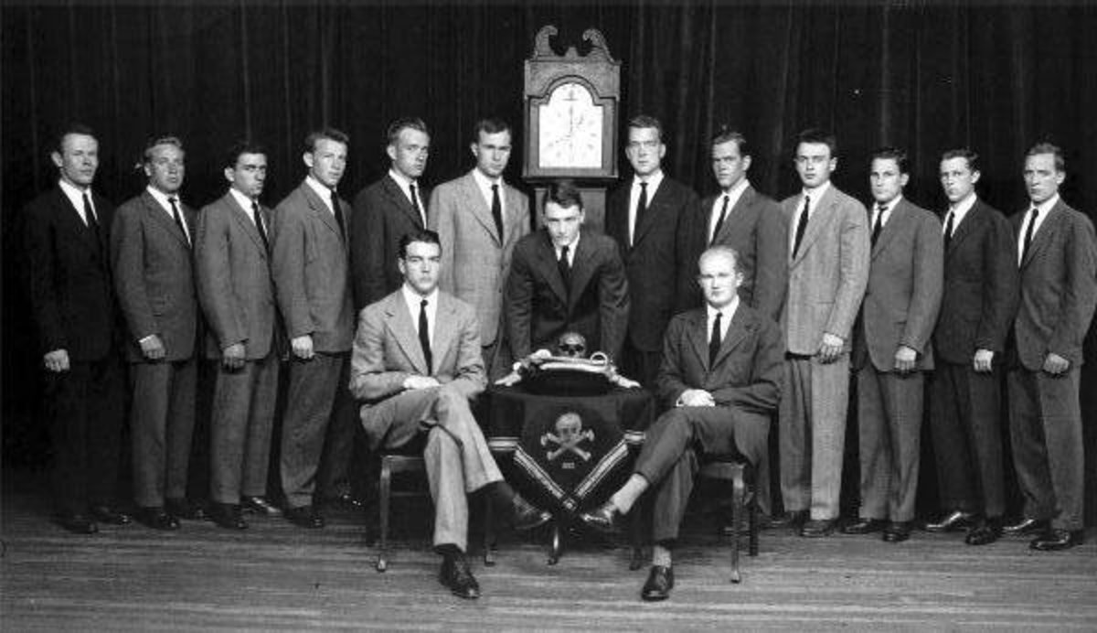 Bush Senior is left of clock. Note the Skull & Bones insignia on the table, center. 322 is below the icon.
