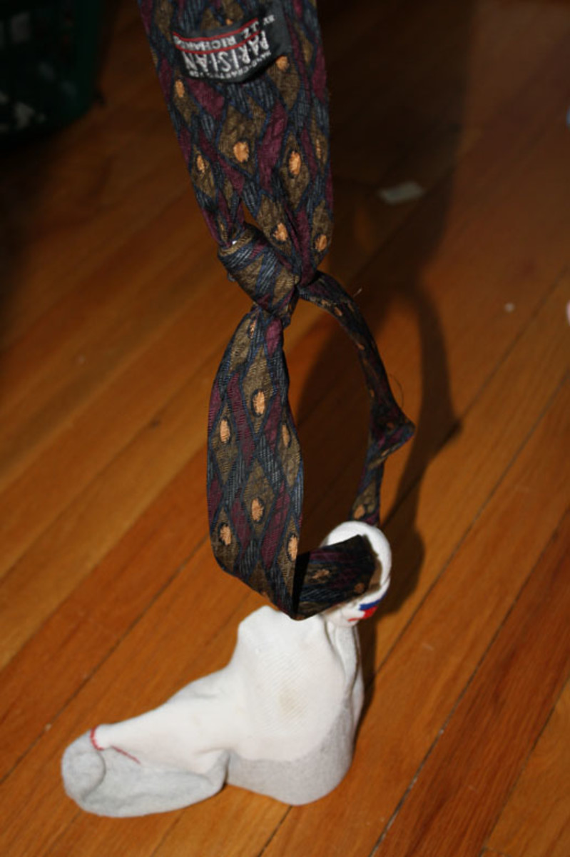 Mouse weight is now in the sock. Sock is knotted around tie. Tie is knotted in loop that will fit over my forehead.