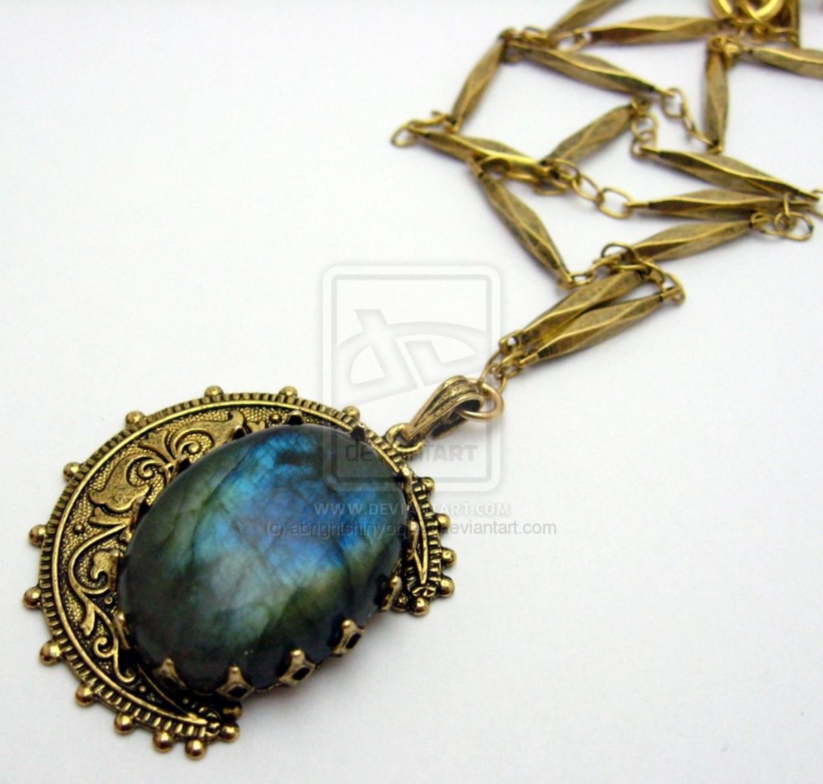 Featuring labradorite in jewelry can lend a very mysterious, alluring quality to a finished piece.