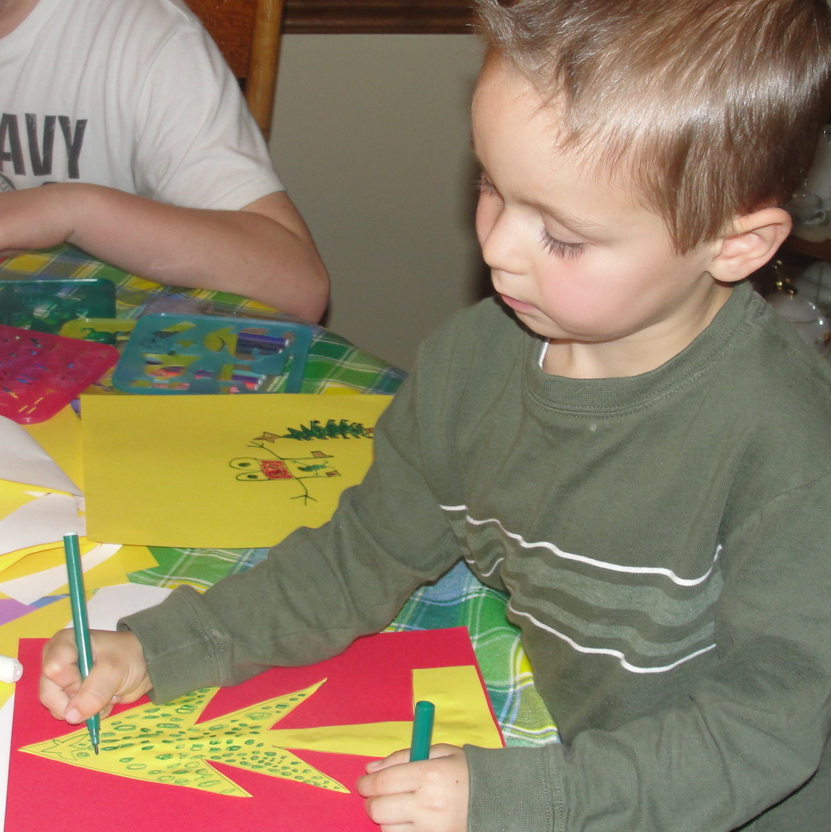 Decorating Christmas Family Tree Cards