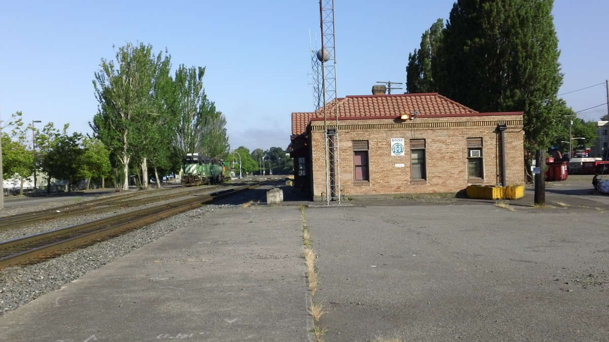 Bellingham WA GN Depot still used by BN Crews