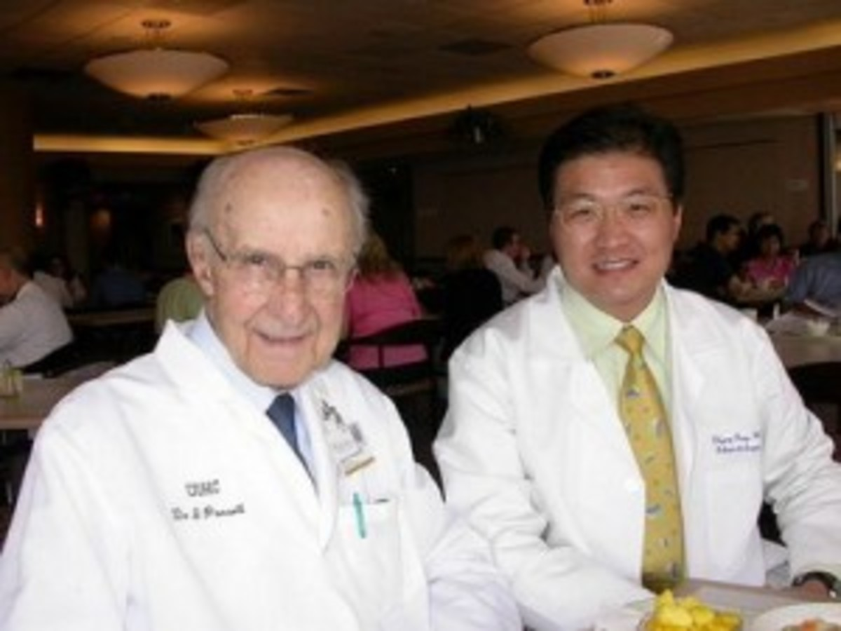 Dr Ponseti (left), Dr Wang (right)