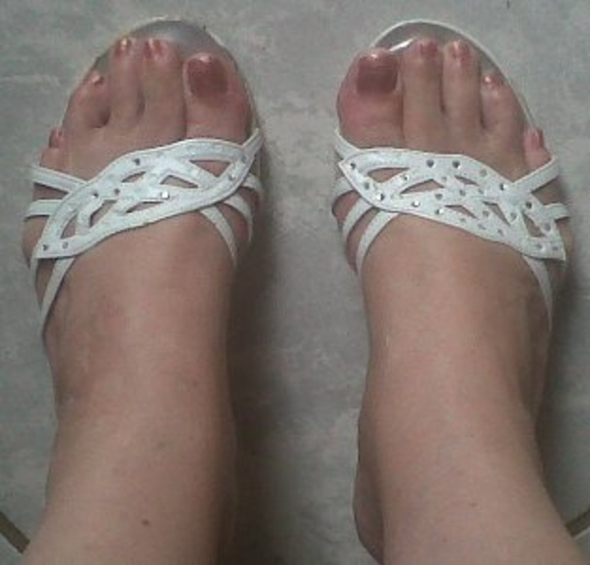 In pretty, well-fitting shoes my feet look normal.