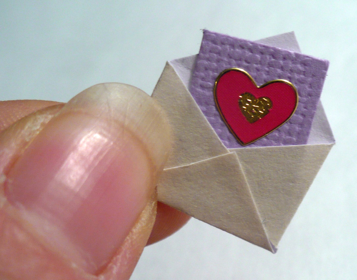 DIY Dollhouse Miniatures:  Mini Valentine Card
