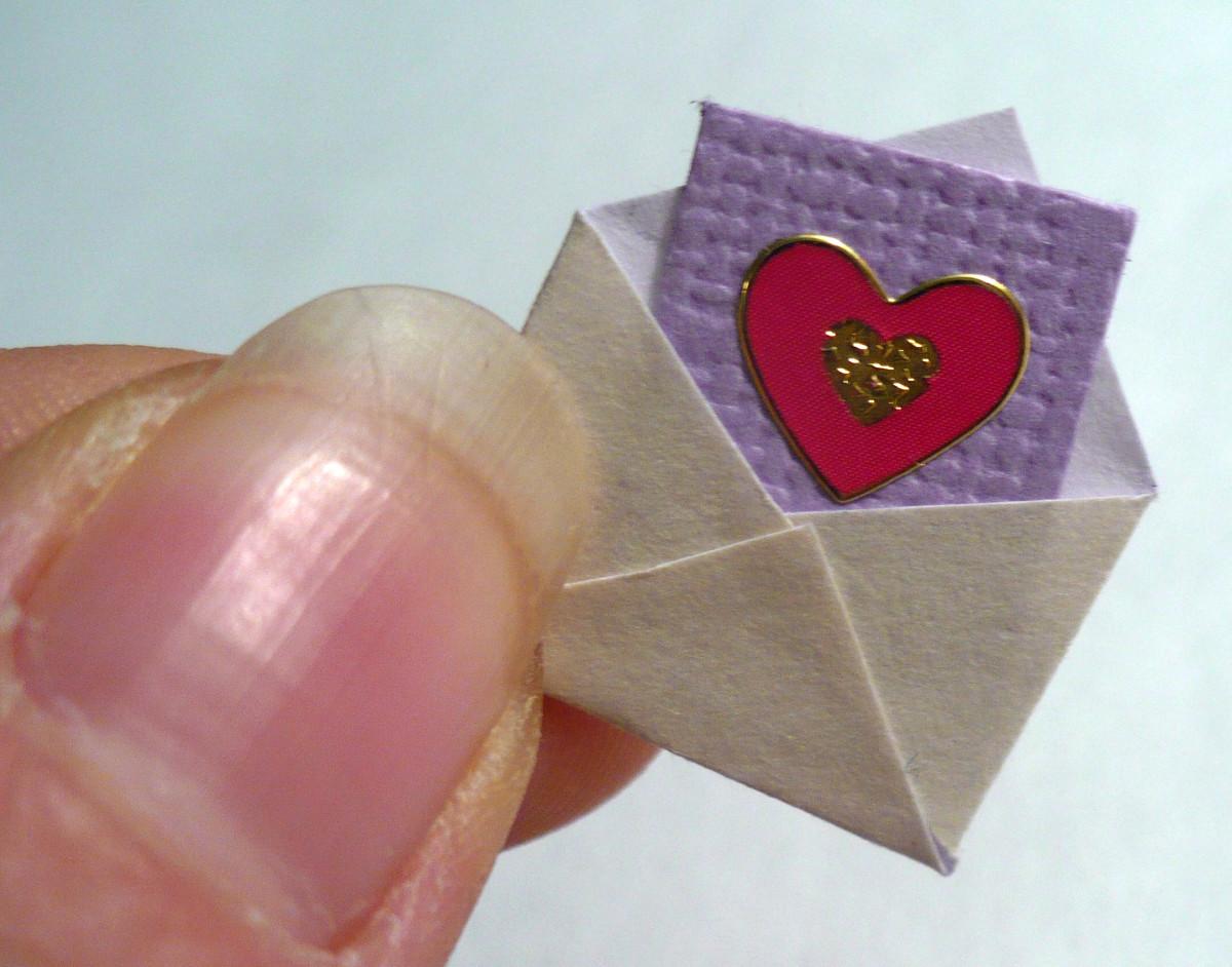 DIY Dollhouse Miniatures:  Mini Valentine Card