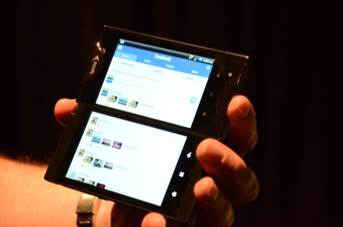 """Kyocera Echo, with two screens """"combined"""""""