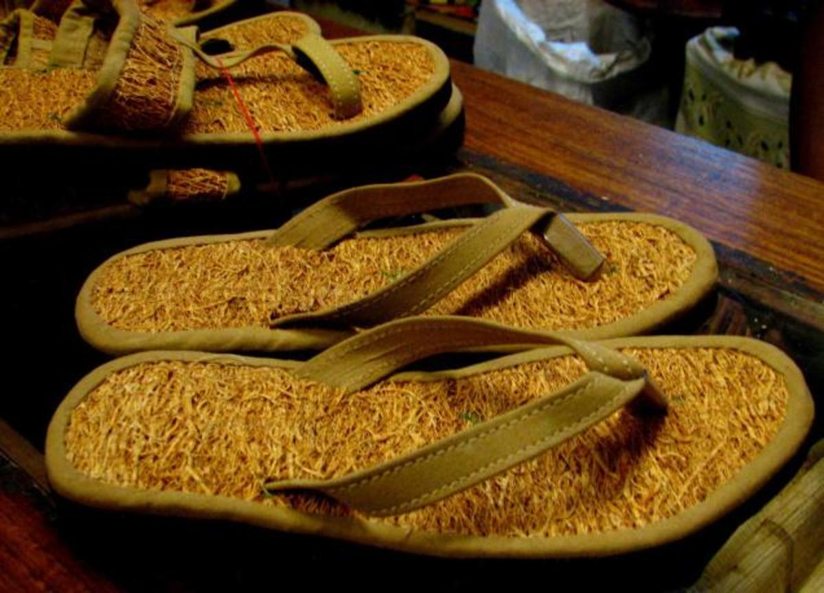khus chappals or slippers