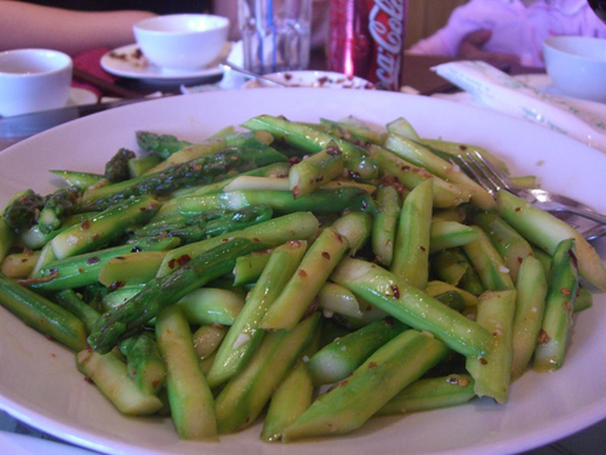 Spicy stir-fried asparagus