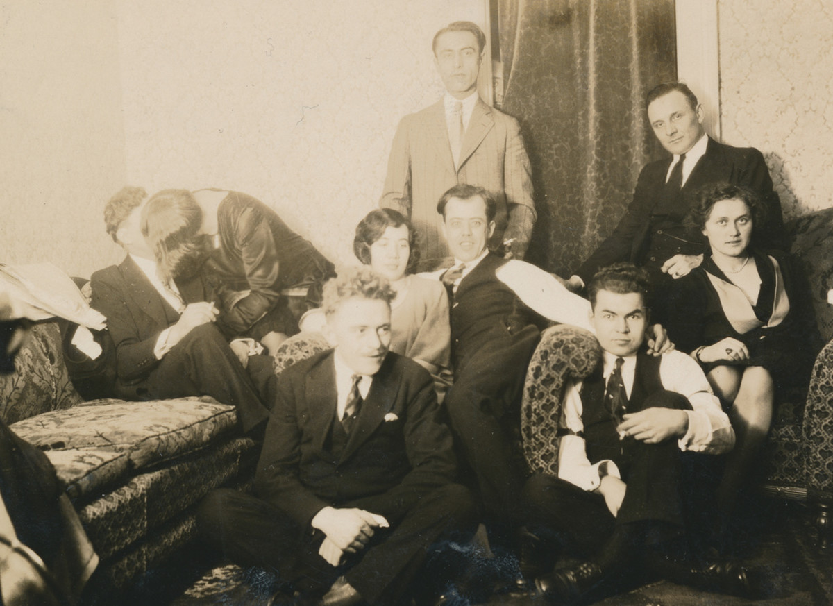 How to Throw a Roaring 20's Speak-Easy Birthday or New Year's Party