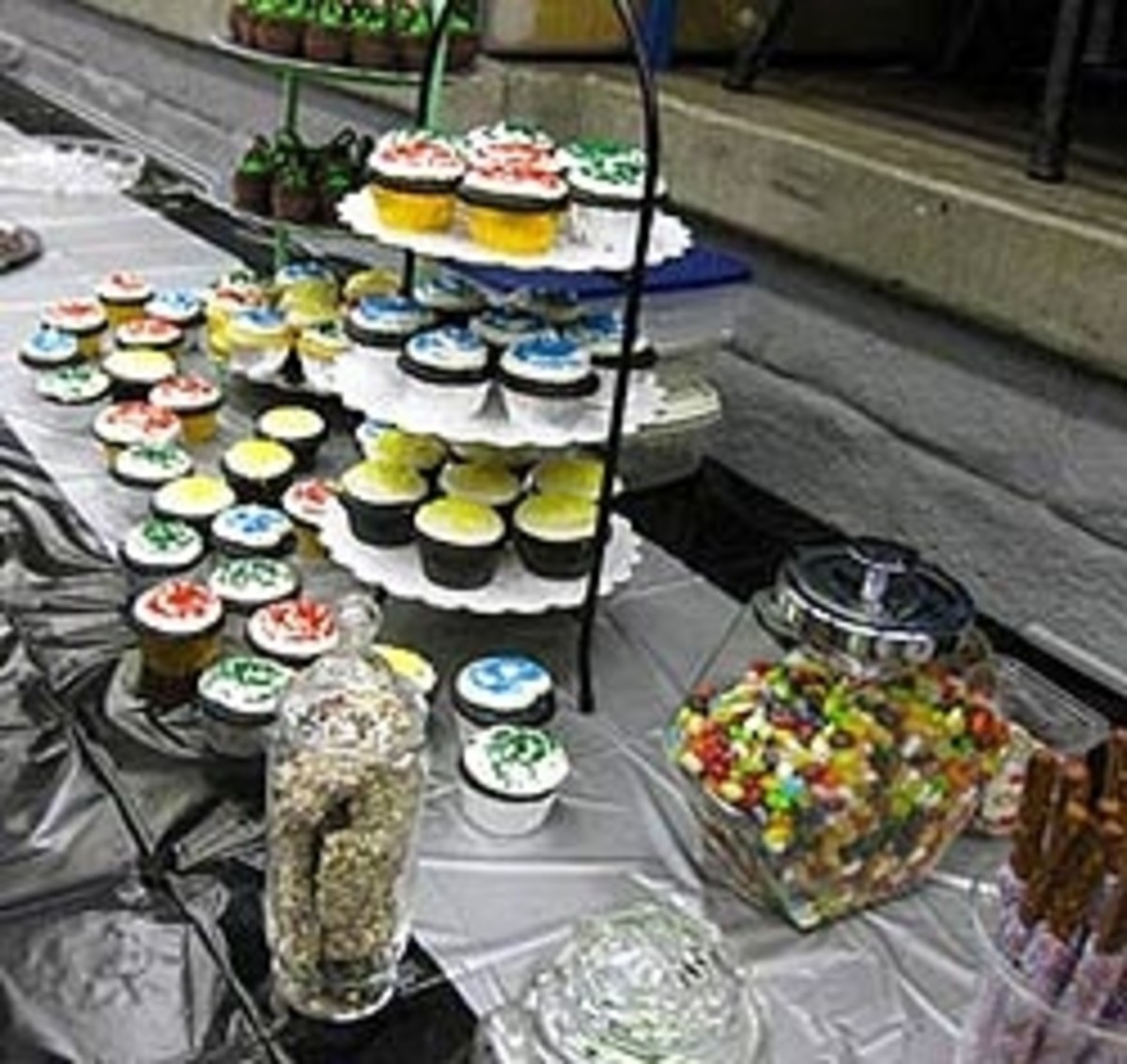 Harry Potter Recipes: Sweets, Treats, Drinks, & More