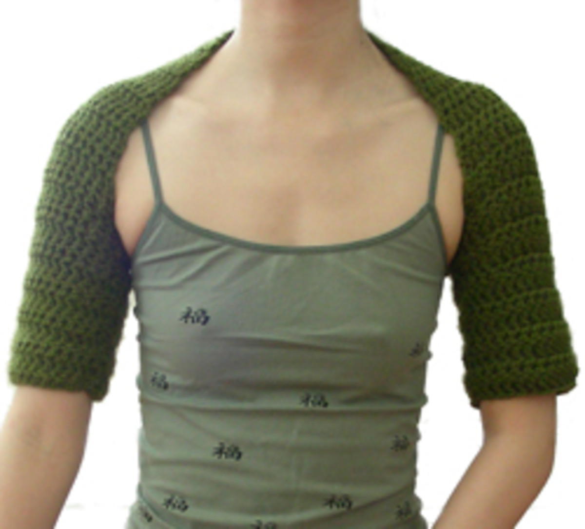 This crochet shrug is easy to make. The pattern is from Crochet Spot, follow the link at the end of this article.