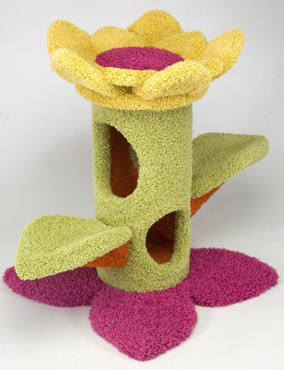 A beautiful sunflower shaped cat tree which you can get from PawsToPur.