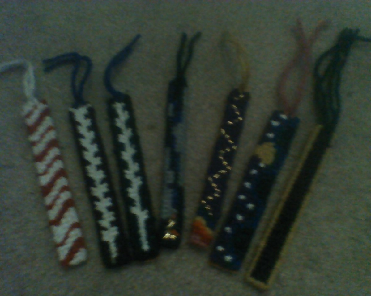 Bookmarks/Rear-view mirror ornaments stitched with various designs