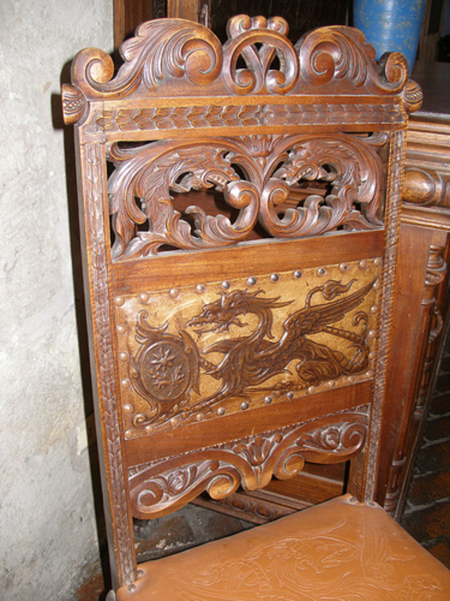 Gothic furniture and medieval decorating ideas for a for Medieval living room furniture