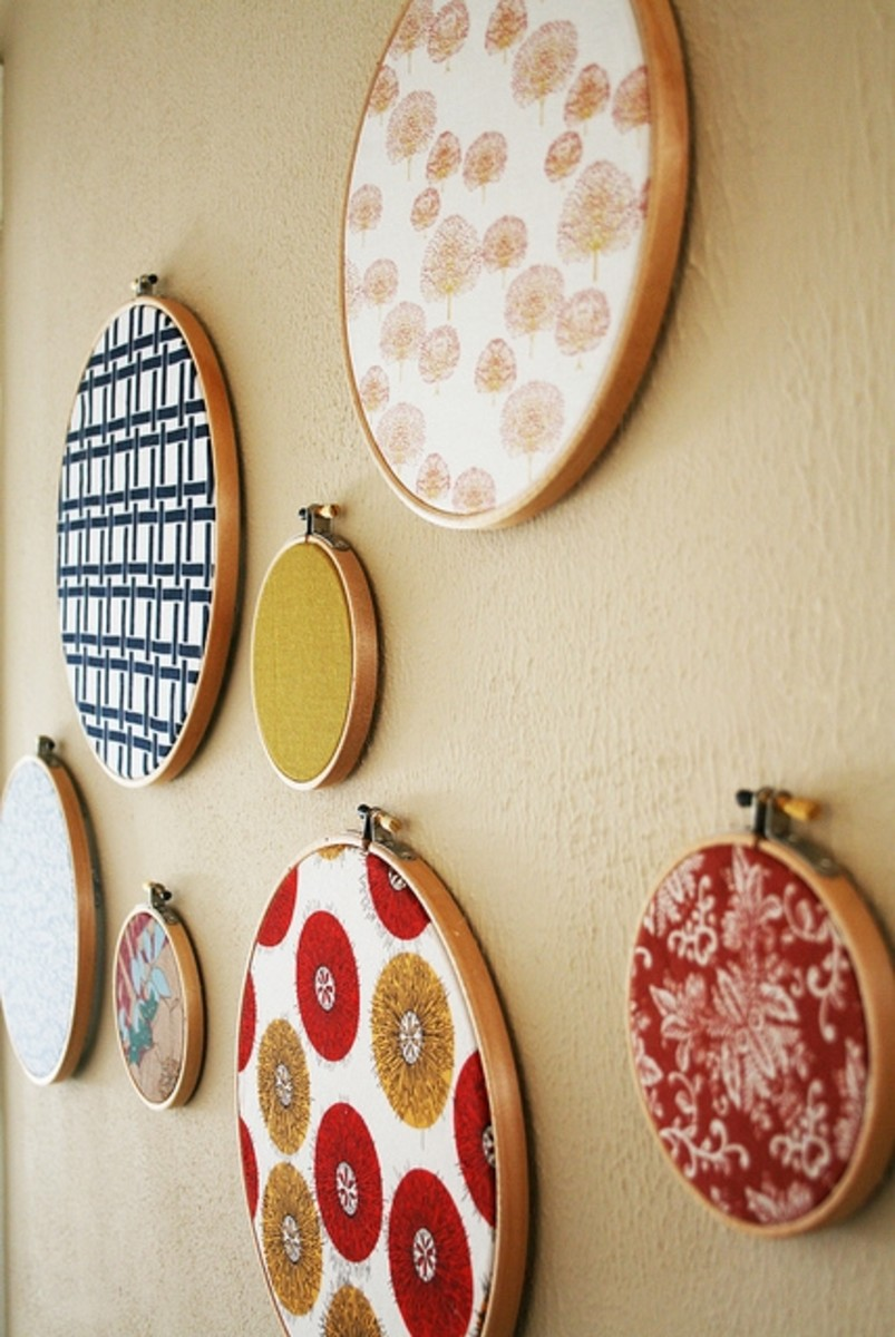 f you don't have any old t-shirts handy, any fabric you like can be displayed in embroidery hoops like in this pretty example.