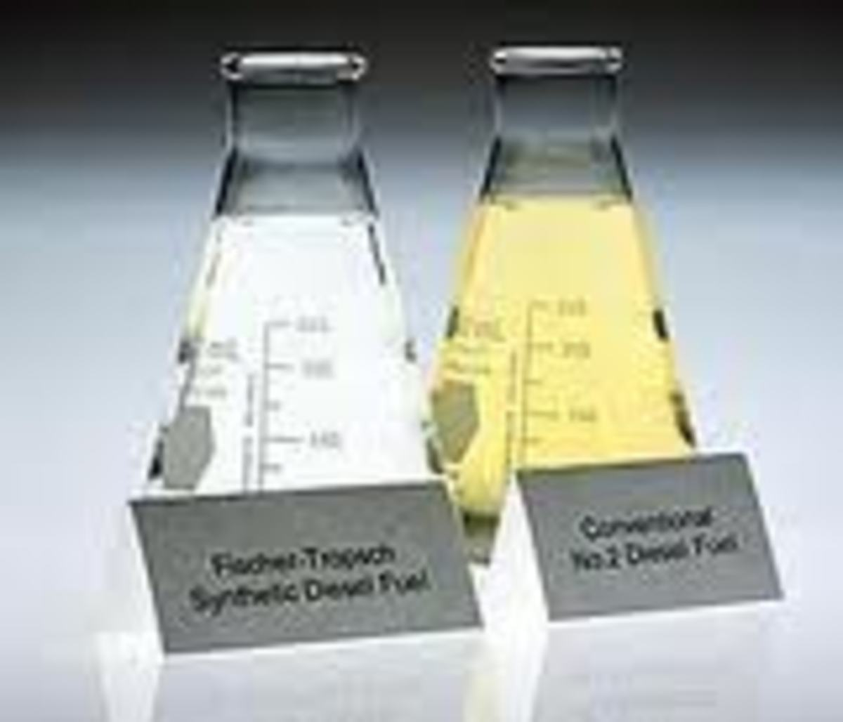 Fischer-Tropsch diesel on the left, conventional on the right. Note the difference in colour due to impurities in the conventional fuel