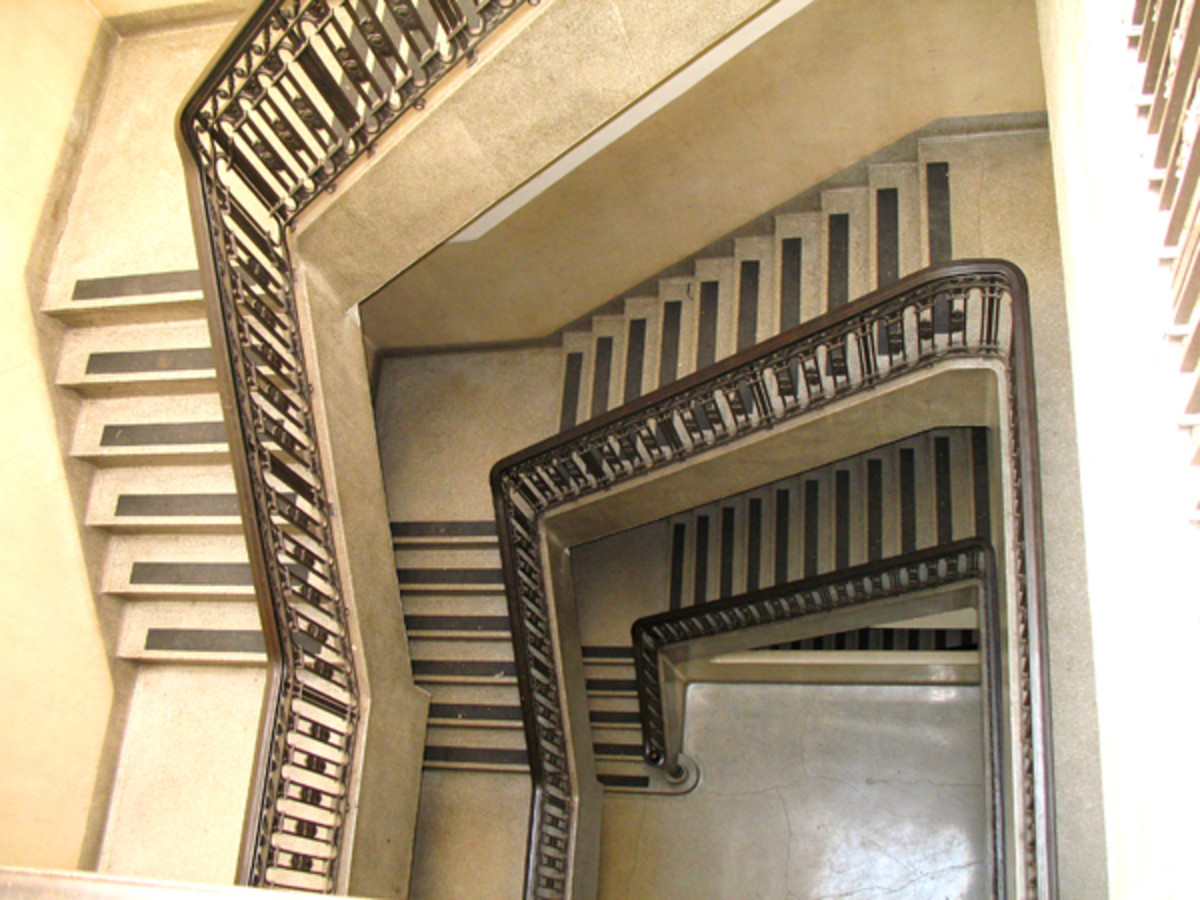 Typical stairwell to an upper-floor Winthrop room